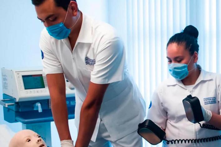 Razones para estudiar tu Licenciatura en Enfermería en UIN